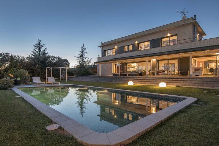 Torre/chalet en venta en #Bigues i Riells #Caldes de Montbui    Espectacular casa unifamiliar con piscina cerca del campo de Golf de Caldes de Montbui.    SEPFINQUES | M 677415782 | info@sepfinques.com | Ronda Universitat 7 2-4 - BCN    http://qoo.ly/ckbtu