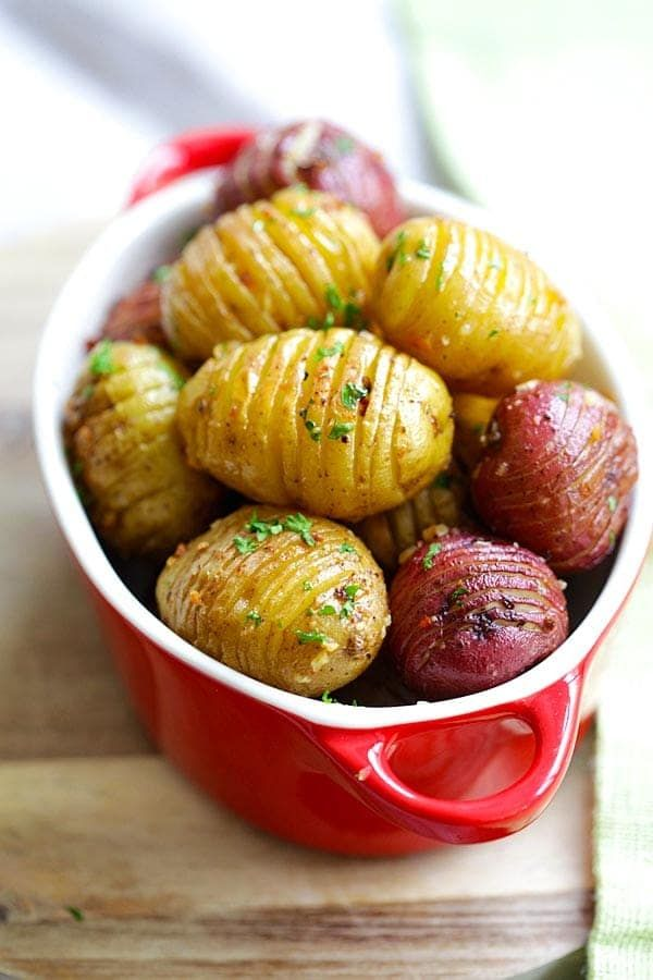 Garlic Roasted Potatoes - best and easiest roasted potatoes with garlic, butter and olive oil. 10 mins prep and 40 mins in the oven   rasamalaysia.com