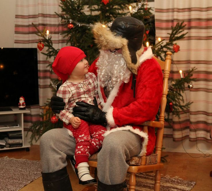 23. luukun takana kolkuttelee jo joulupukki. Kylään hän tulee vasta huomenna. Kuva: Jukka-Pekka Friman