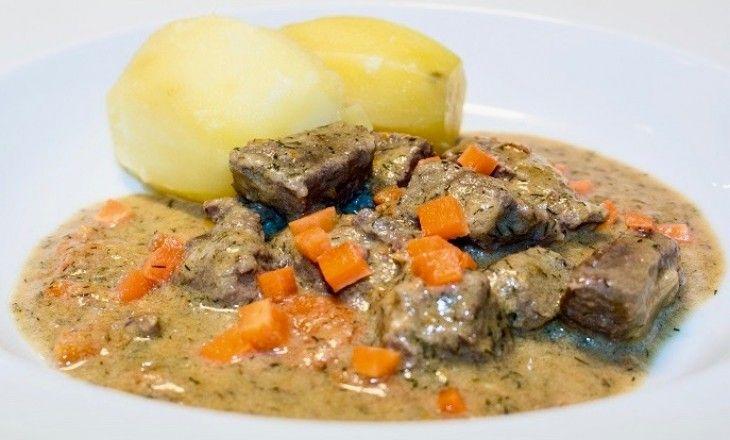 Dillkött, en riktig klassiker i den svenska husmanskosten. Fantastisk god köttgryta som kan göras på antingen kalv eller lamm och som med sin perfekta balan
