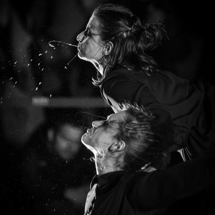 #nocteatrów #dziękujemy 😉fot. Siwek  #płaczki #grupawokolcentrum #performance #krakow #rynek #show #contemporarydance #street #dance #streetart #mourners #aroundcentregroup #girls #dancing #water #bw #photooftheday #lovemyjob #work #art