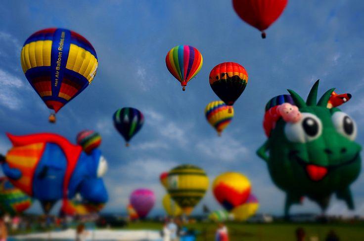 The tilt shift effect on the Quick Chek Balloon Festival by Ricky, Flickr