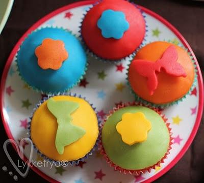 Muffins med farget marsipan