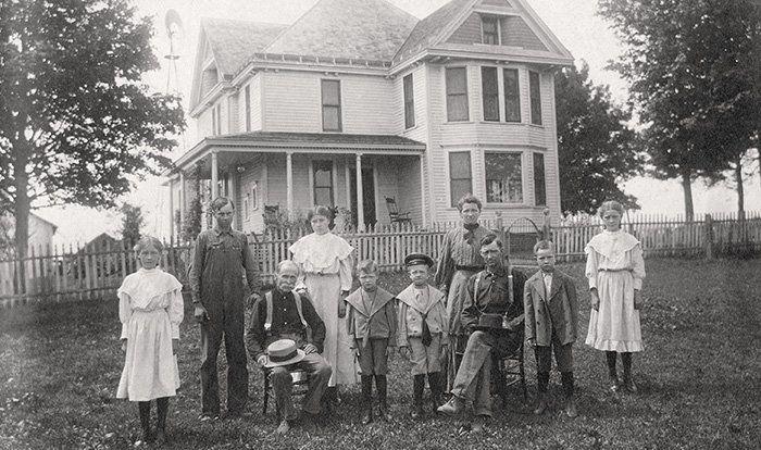 frank dora willard | The Frank Dora Willard family in front of their home in Champaign ...