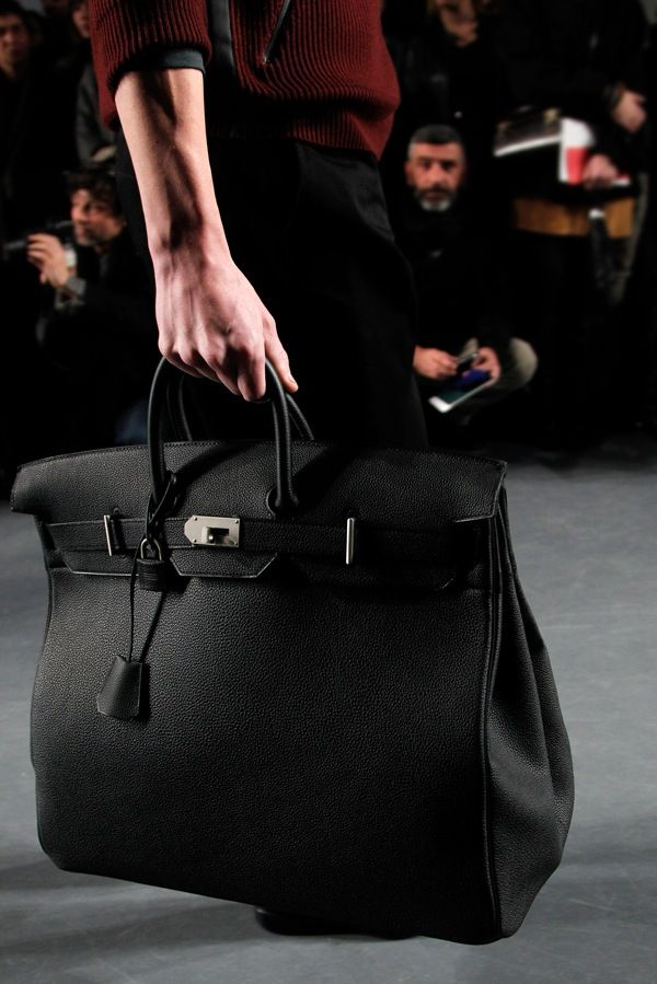 it was a man bag the guy had. It looked cute like this just smaller.HERMÈS  Haut à Courroies the male version of the birkin bag