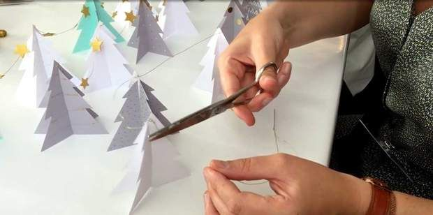 Une guirlande de sapins en papierDécouvrez comment réaliser uneguirlande de sapins en papier