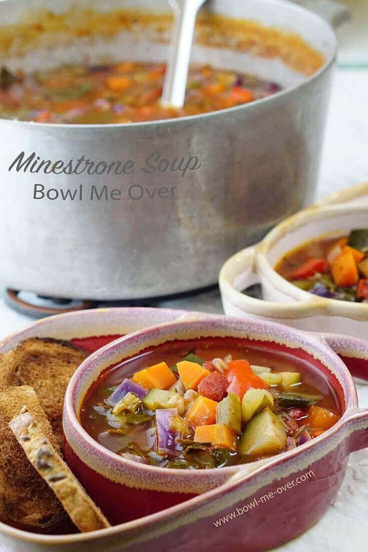 Want to eat healthy? Easy Healthy Minestrone Soup Recipe - delicious vegetables from the farmer's market makes an easy soup with less than 200 calories per serving!