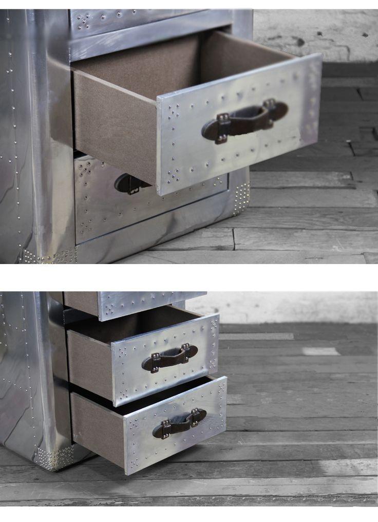 Открытые ящики металлического комода в стиле лофт с кожаными ручками