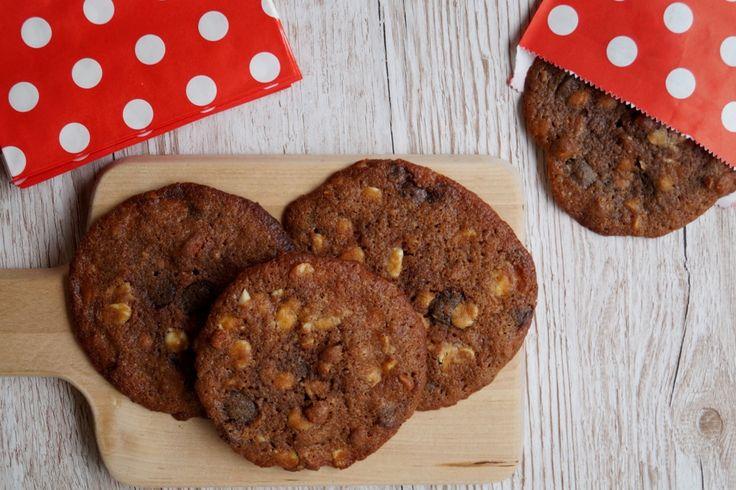 William fylder 7 år i dag, og han skal dele cookies ud i klassen. Store cookies med mørk og hvid chokolade - se den nemme opskrift her.