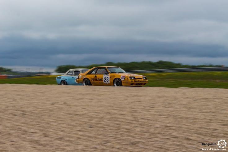 #Ford #Mustang GT #Pinepac au Grand Prix de l'Age d'Or. #MoteuràSouvenirs Reportage complet : http://newsdanciennes.com/2016/06/06/jolis-plateaux-beau-succes-grand-prix-de-lage-dor-2016/ #ClassicCar #VintageCar