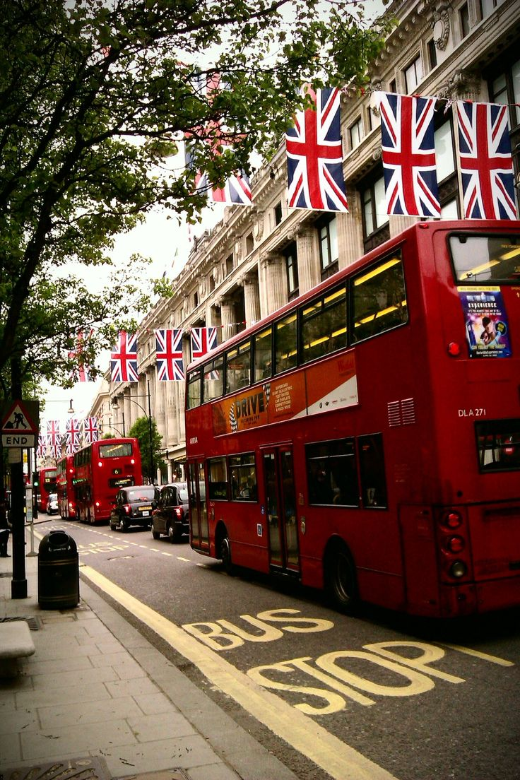 ♥♥♥: Buses, Flags Unionjack, Red Bus, London Street, London Travel,  Fire Trucks, London Call, Bus Flags, London Bus