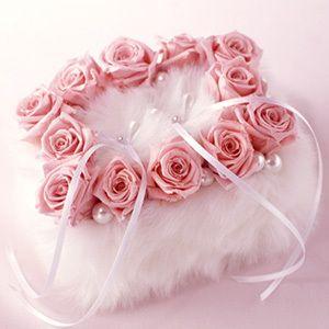 ふわふわのファーで可愛さ強調❤︎春の結婚式に合うリングピロー一覧❤︎
