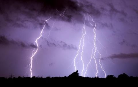 """Intempéries en France, les photos : Météo-France a placé sept nouveaux départements en vigilance orange """"orages"""""""