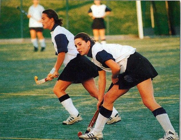 Kate e Pipa, durante jogo de hóquei, em foto no ano 2000 (Foto: reprodução/daily mail)
