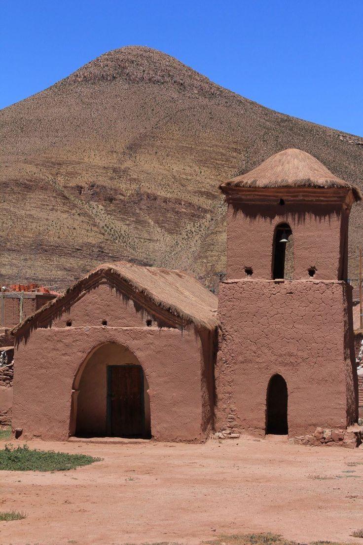IGLESIA DE SUSQUES Una de las ciudades más antiguas de la Provincia de Jujuy, ostenta la Iglesia Nuestra Señora de Belén de Susques construida a fines del siglo XVI con adobe, madera, cuero, techo de paja y piso de tierra