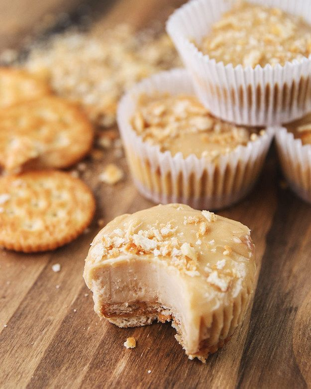 Mini Peanut Butter Cheesecakes | These Mini Peanut Butter Cheesecakes Are The Epitome Of Food Porn