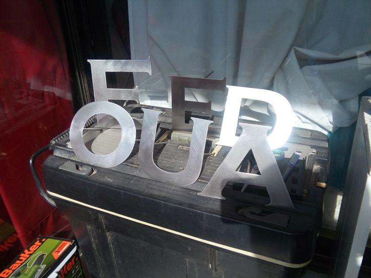 Confección de letras en acero Inoxidable