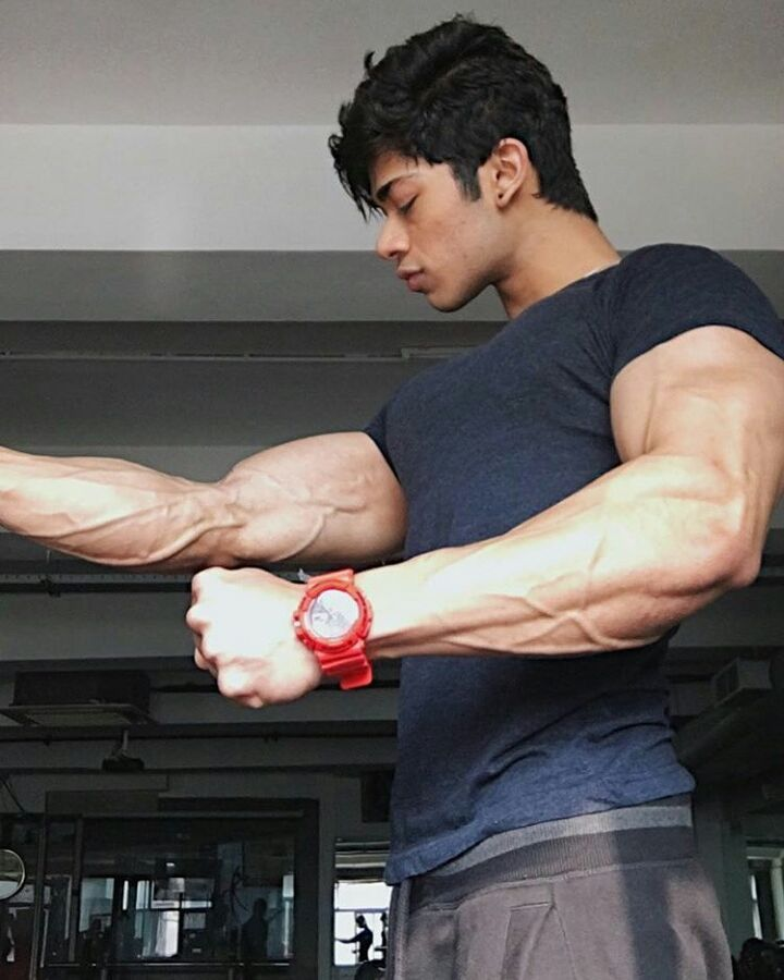 Hunk from Delhi.. @vasumittal  Follow for more. @fitness__warriors . . . . . . . . . . #i #you #biceps #triceps #fitlife #deadlift #workoutmotivation #workout #training #aesthetics  #fitnessmotivation #fitness #modeling  #fitnessmodels #fitnessfreak  #bodybuilding , #crazyboys #gym  #gymlife #wwe #student #gain #train #muscle #fashion #fashionblogger #fashionshow #fashions #transformation #fitness__warriors http://butimag.com/ipost/1557035976915987960/?code=BWbs_iylK34