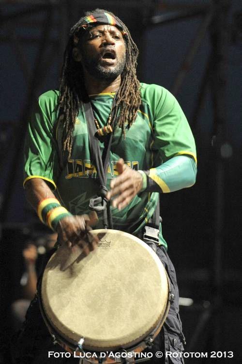 Zagga Zow..  RUPTION mashing it up at #Rototom Sunsplash with THIRD WORLD #ThirdWorld #Reggae #Drumming #Djembe #Benicassim