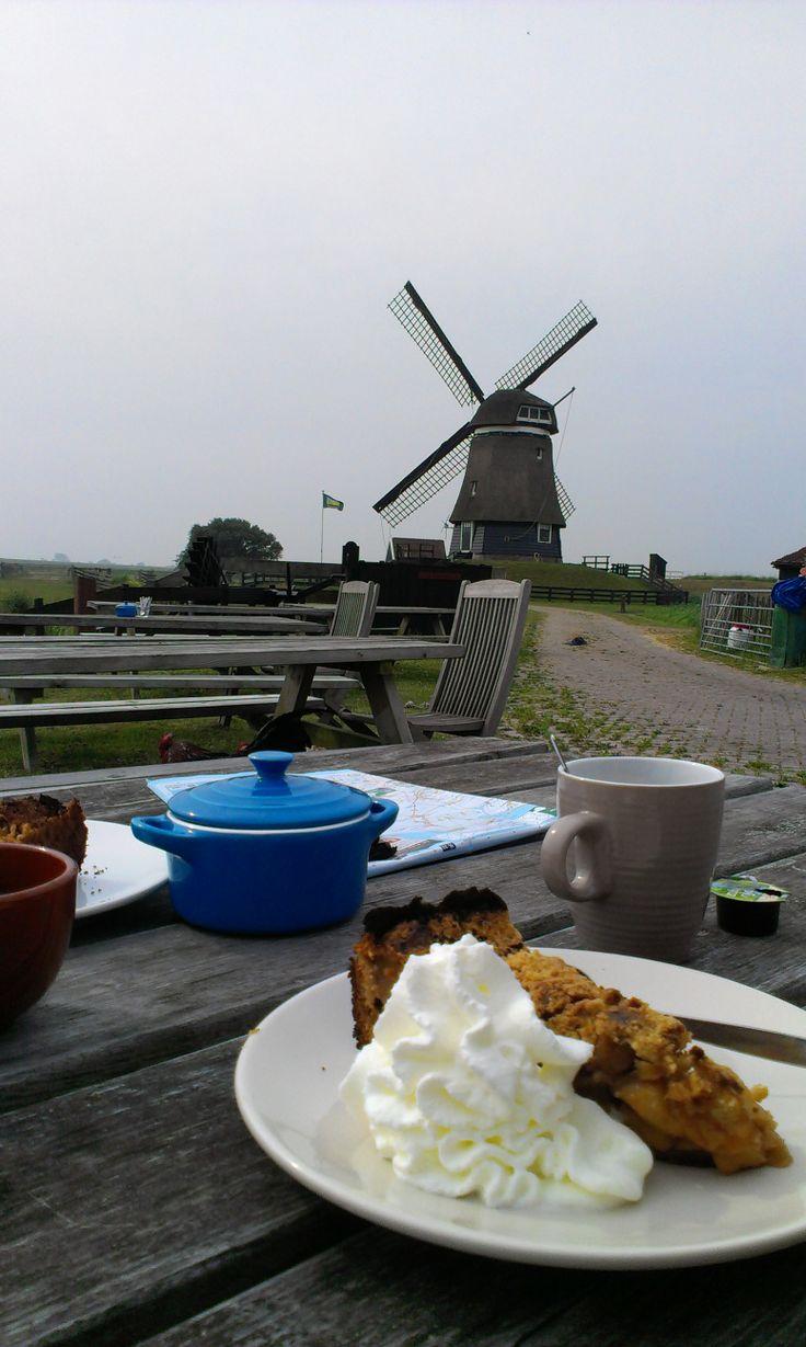 Onderweg stoppen voor deze vers gebakken appeltaart in de Noord Hollandse polder. Smullen