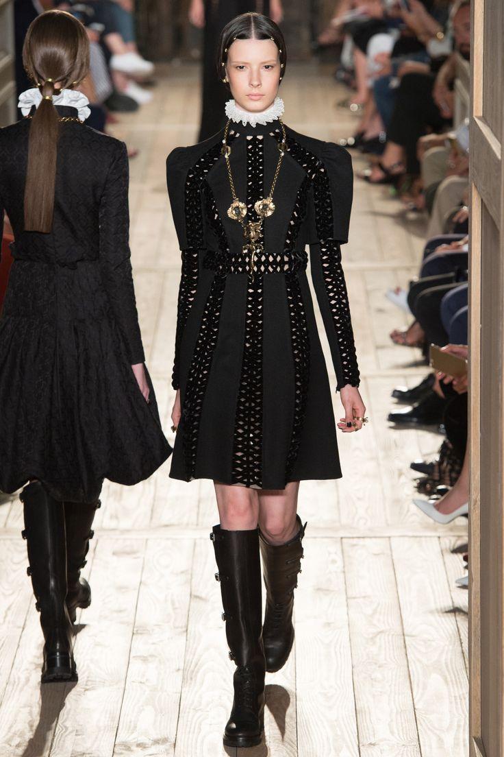 Défilé Valentino Haute Couture automne-hiver 2016-2017 8