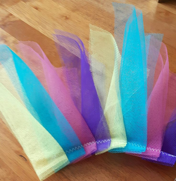 Strips of tulle ...
