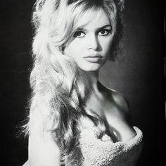 Brigitte Bardot photographed by Sam Levin, 1959