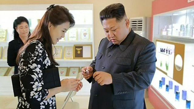 Kim Jong-Un's wife makes rare public appearance - 9News