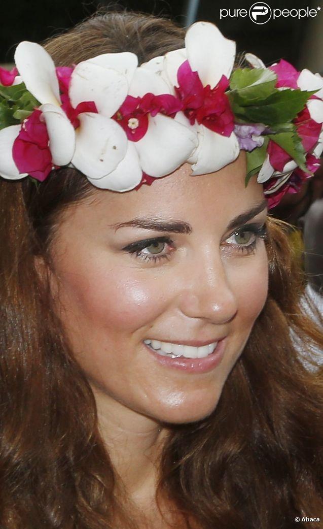 Le prince William et son épouse Kate ont visité un village culturel où les attendaient danses, chants et musiques traditionnels et ont été reçus par des guerriers et femmes en habits traditionnels à Honiara dans les Iles Salomon le 17 septembre 2012