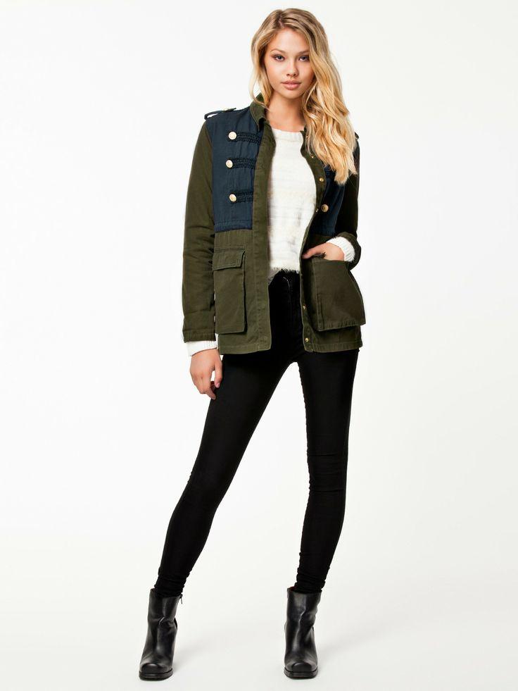 plus de 1000 id es propos de mode militaire pour femme sur pinterest vestes militaires. Black Bedroom Furniture Sets. Home Design Ideas