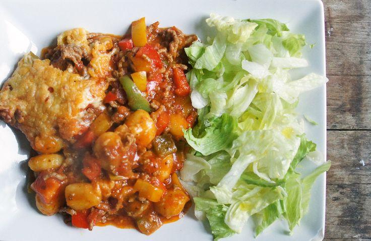 Gewoon wat een studentje 's avonds eet: Italiaans: Gnocchi met paprika's, tomaat, gehakt, pastasaus en kaas