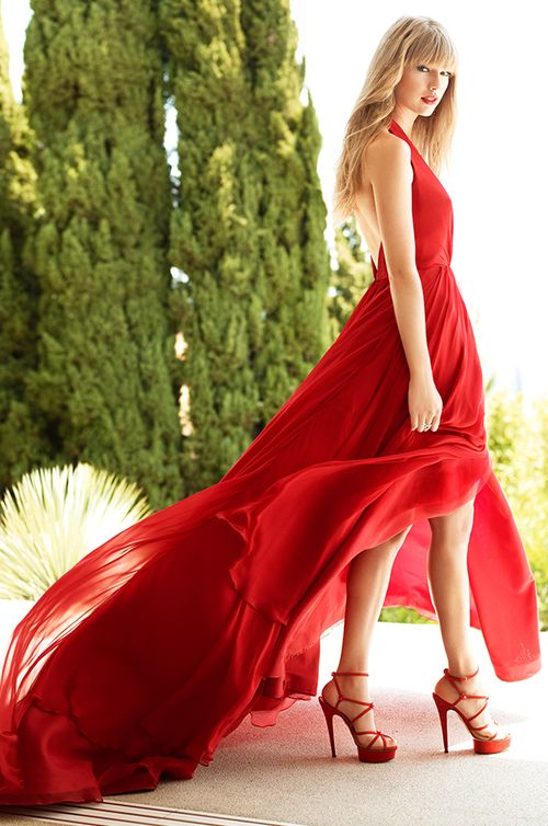 Grammy-Award Winning Singer, Taylor Swift wears Romona Keveza - HELLO! Magazine