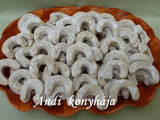 Diós - vaníliás kiflik - Andi konyhája - Sütemény és ételreceptek képekkel