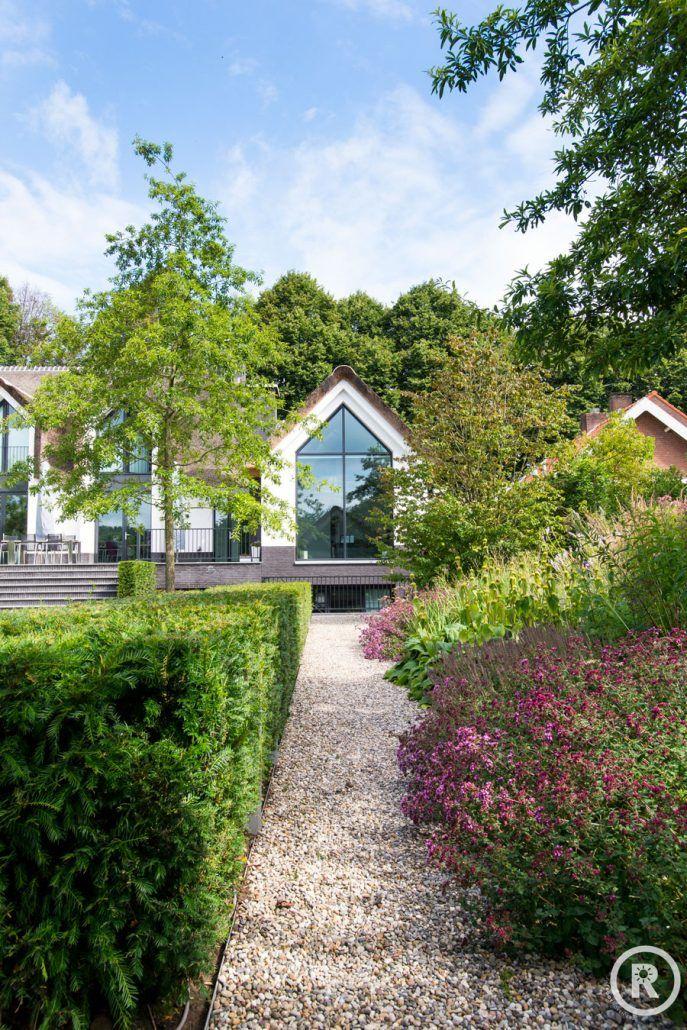 Tuinideeën De Rooy Hoveniers villa tuin klassieke tuin bloeiende border taxushaag Waspik