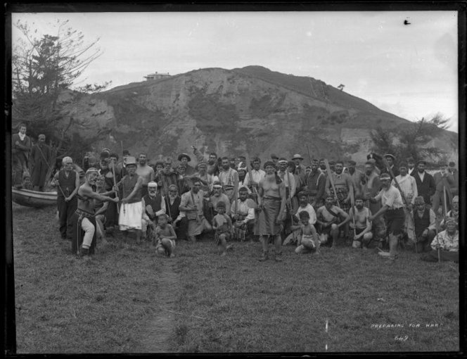 Haka party at Moutoa Gardens, Wanganui, 1900s