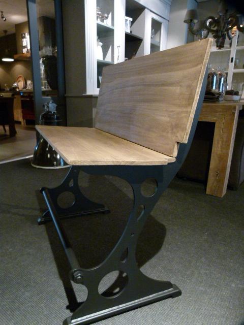 Bankje nu even met houten zitting en rug, kan ook !!