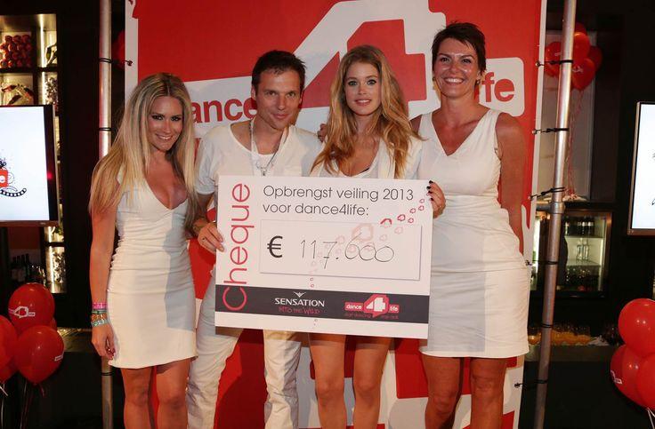 Doutzen samen met mede-ambassadeur Nikkie Plessen, Sensation-oprichter Duncan Stutterheim en dance4life-directeur Eveline Aendekerk.