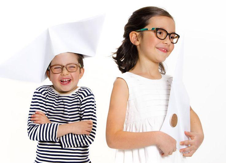 """Woo Class lancia la prima linea Kids di occhiali in legno. La nuova collezione """"Origami Tales"""", dedicata ai bambini tra i 5 e i 10 anni è stata presentata a Mido Eyewear 2015 in anteprima mondiale. Un progetto unico nel suo genere e rivoluzionario nel mondo dell'occhialeria in legno. La collezione, disegnata dalla giovane Ilenia Galia, è stata concepita e realizzata con il tipico approccio green che contraddistingue l'azienda Woo Class…"""