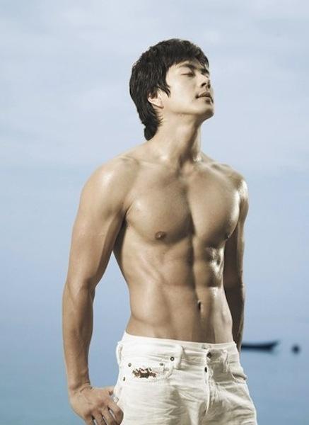 Chocolate abs - Kwon Sang Woo