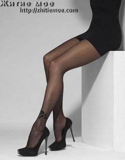 Как подобрать цвет колгот к платью черного цвета и туфли