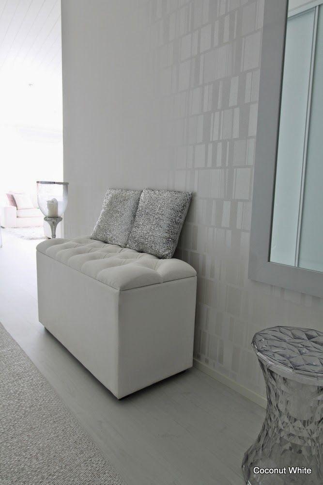 Coconut White: Valkoinen, pehmustettu säilytyspenkki