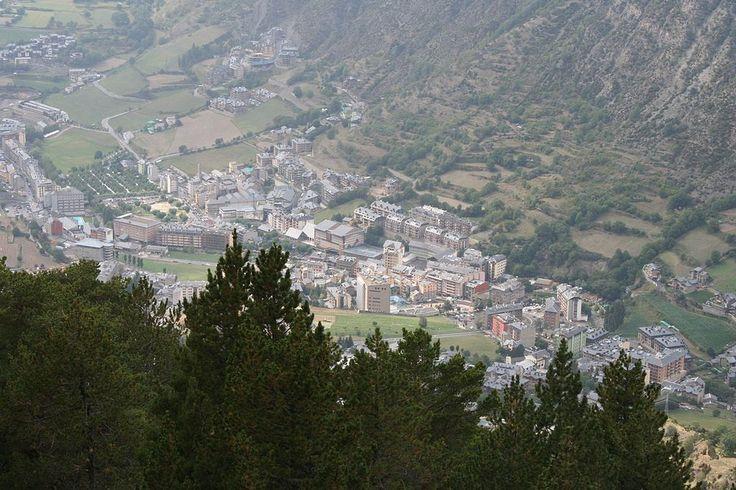 エンカンプ市街地 ◆アンドラ - Wikipedia http://ja.wikipedia.org/wiki/%E3%82%A2%E3%83%B3%E3%83%89%E3%83%A9 #Andorra #Encamp