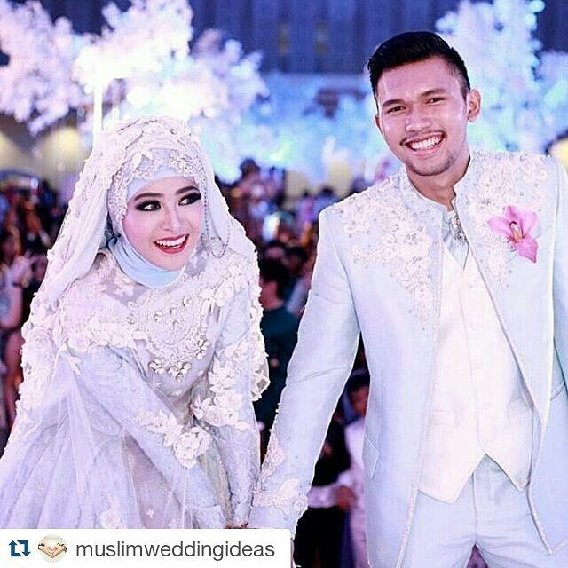 Senyuman kebahagiaan ketika sudah dinyatakan Sah.  #Repost @muslimweddingideas with @repostapp  So pretty! Adorable couple in gorgeous outfits by @byayudyahandari  Congratulations and best wishes to the lovely couple   Captured by @ranggaharris . . . #muslimwedding #muslimweddingideas #hijaber #pernikahan #akadnikah #resepsi #nikah #weddingku #bridestory #hijabbeauty #nikkah #muslimbride #weddinghijab #hijabwedding #hijabibride #hijabbride #modestbride #islamicwedding #muslimweddingideas…