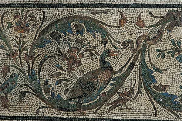 Mosaic with a border of acanthus spirals and animals / Animals / Route by subject - Centrale Montemartini