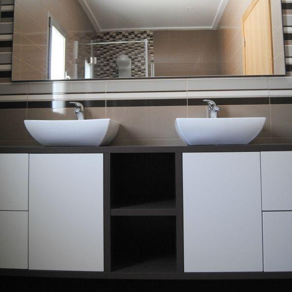 12 best xy wc bathroom images on pinterest bath for Meuble laque beige
