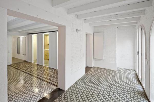 Juan Apartment(2011, Vora arquitectura: Pere Buil and Toni Riba, in Barcelona), Image Courtesy ©  Jordi Surroca