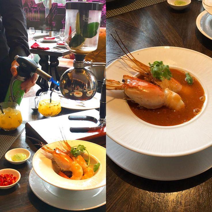 super TOMYAMKHUN�� 昨年の里帰り時に、連れて行ってもらったお店のトムヤムクン❣️この演出は、さすがバンコク✨でした。日本も暑くなって、タイ料理が恋しくなってきたわ�� #gastronomydestination #amazingthailand #tabijyomap_thai #thaicuisine #タイ料理 #トムヤムクン #excrew #元ca #foodstagram #thaifood #lunchinbangkok #bkk #バンコクグルメ #traveler #旅 http://w3food.com/ipost/1505447087742844628/?code=BTkbCZtDv7U