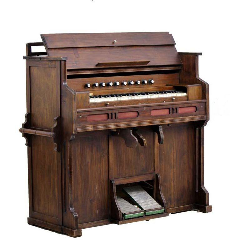 Lote 6133 - ORGÃO VICTOR - Caixa em madeira. Fabricado em Portugal em 1942. Órgão similar à venda por € 1.090. Dim: 120x128x51 cm. Consultar https://www.olx.pt/anuncio/victor-1941-piano-orgo-de-igreja-IDyYBEb.html#dbeab62635 - Price Estimate: € - $