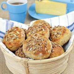 Kalljäst är både praktiskt och gott! Den långa jäsningen ger smakrikt bröd och du får nybakade frallor på morgonen med minimal insats.