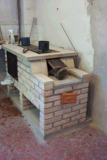 """NOVO HOST: """"Quando usamos a lenha para cozinhar, o que queremos é o calor, a energia, e não a fumaça e nem a fuligem. Então um fogão a lenha moderno deve orientar-se a isto, extrair o calor p…"""